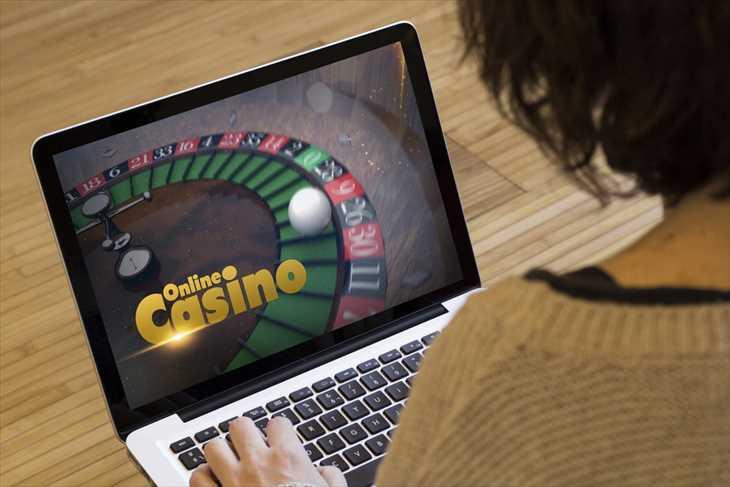 オンラインカジノを快適にプレイするために必要なパソコンやスマホのスペックを解説!