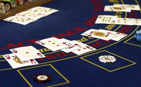 ベラジョンカジノ系列限定のDeluxe Blackjackとは?通常のブラックジャックとの違いを解説