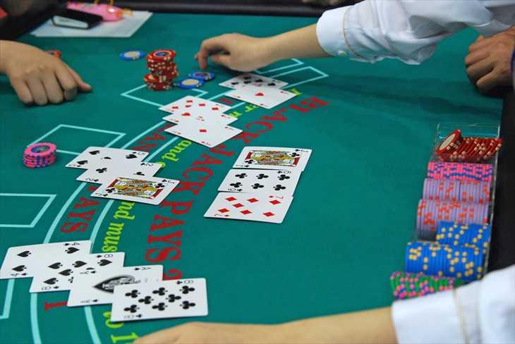 ベラジョンカジノのDeluxe Blackjackは普通のブラックジャックと何が違う?